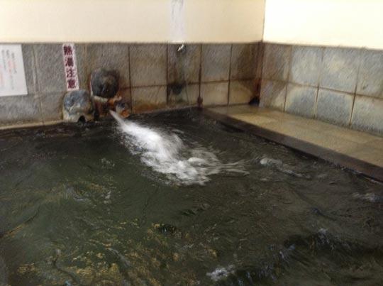 1306湯巡り河原湯をうめる.jpg